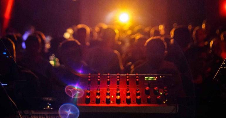 Еще больше миксов для Apple Music DJ благодаря технологии Shazam