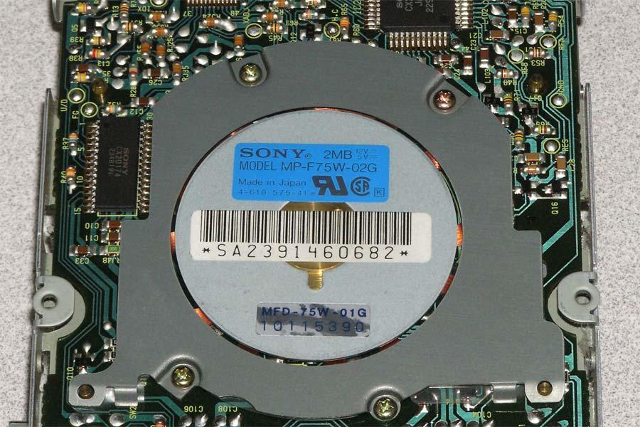 3.5-drive-sony-f75w-2.jpg