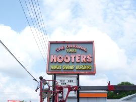 Sign Example - Hooters Clwtr