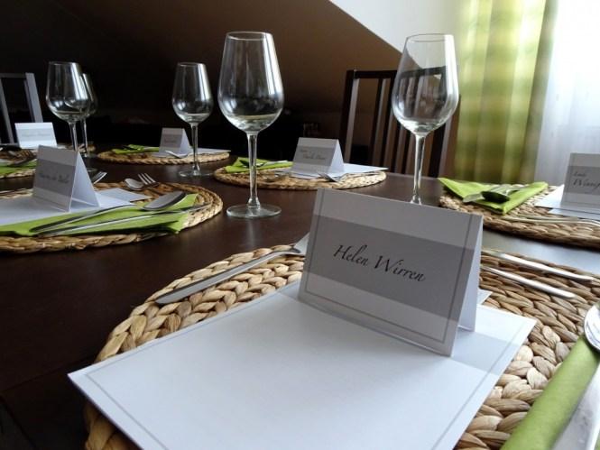 Mörderische Dinnerparty Tisch