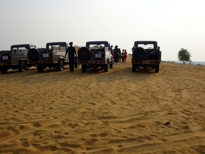 jeeps in der wüste