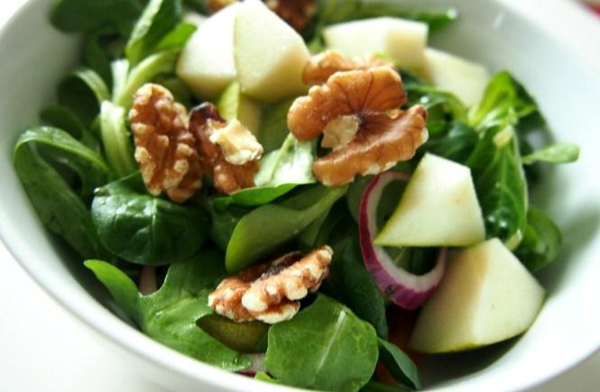 salat mit walnuss und birne