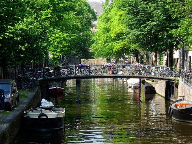 brücke städtereise amsterdam