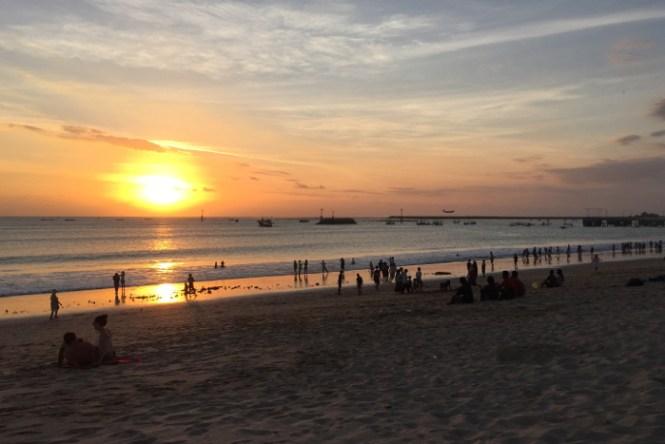 reisetipps bali sunset jimbaran beach