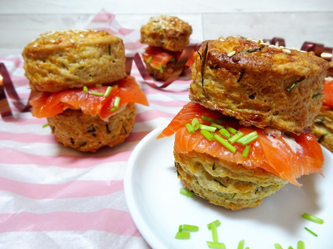 cheese-scones-meerrettich-lachs-party