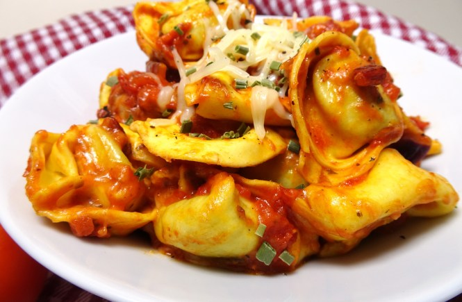 tortellini mit tomatensosse und kaese