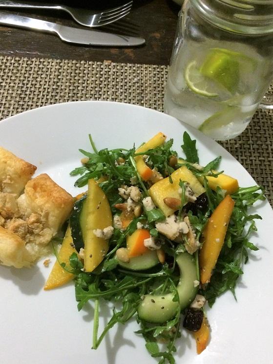 rucola persimmon salat