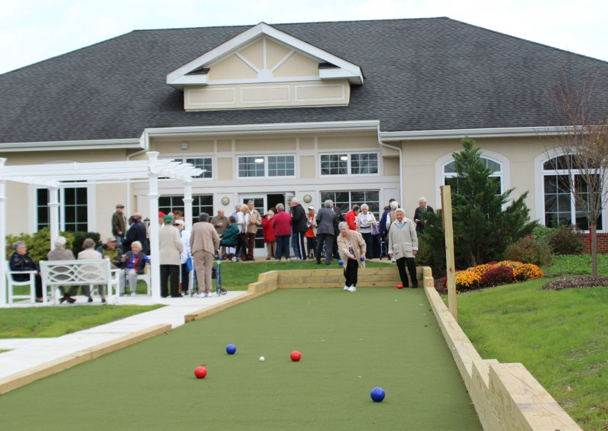 bocce-with-ladies
