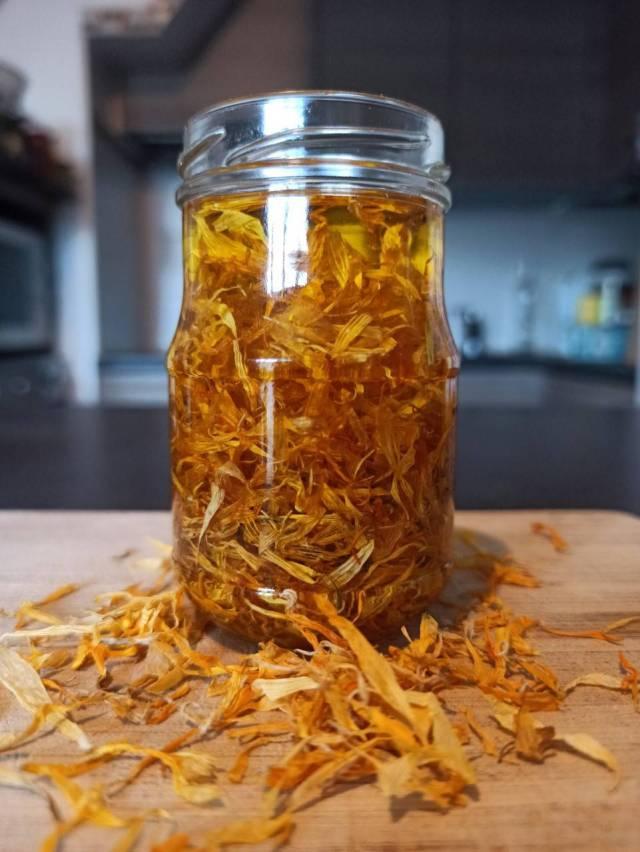macérat huileux de calendula dans de l'huile d'olive