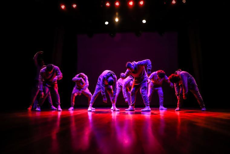 Chorégraphie de street dance en groupe