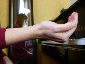 Forme de la main en cuvette