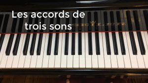 accords de trois sons au piano