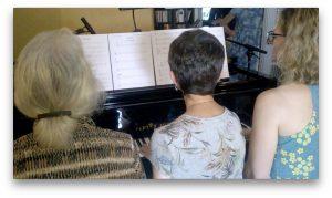 Jouer du piano en groupe