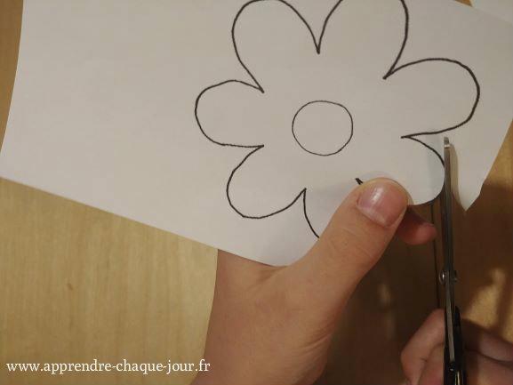 02.Découper la fleur magique