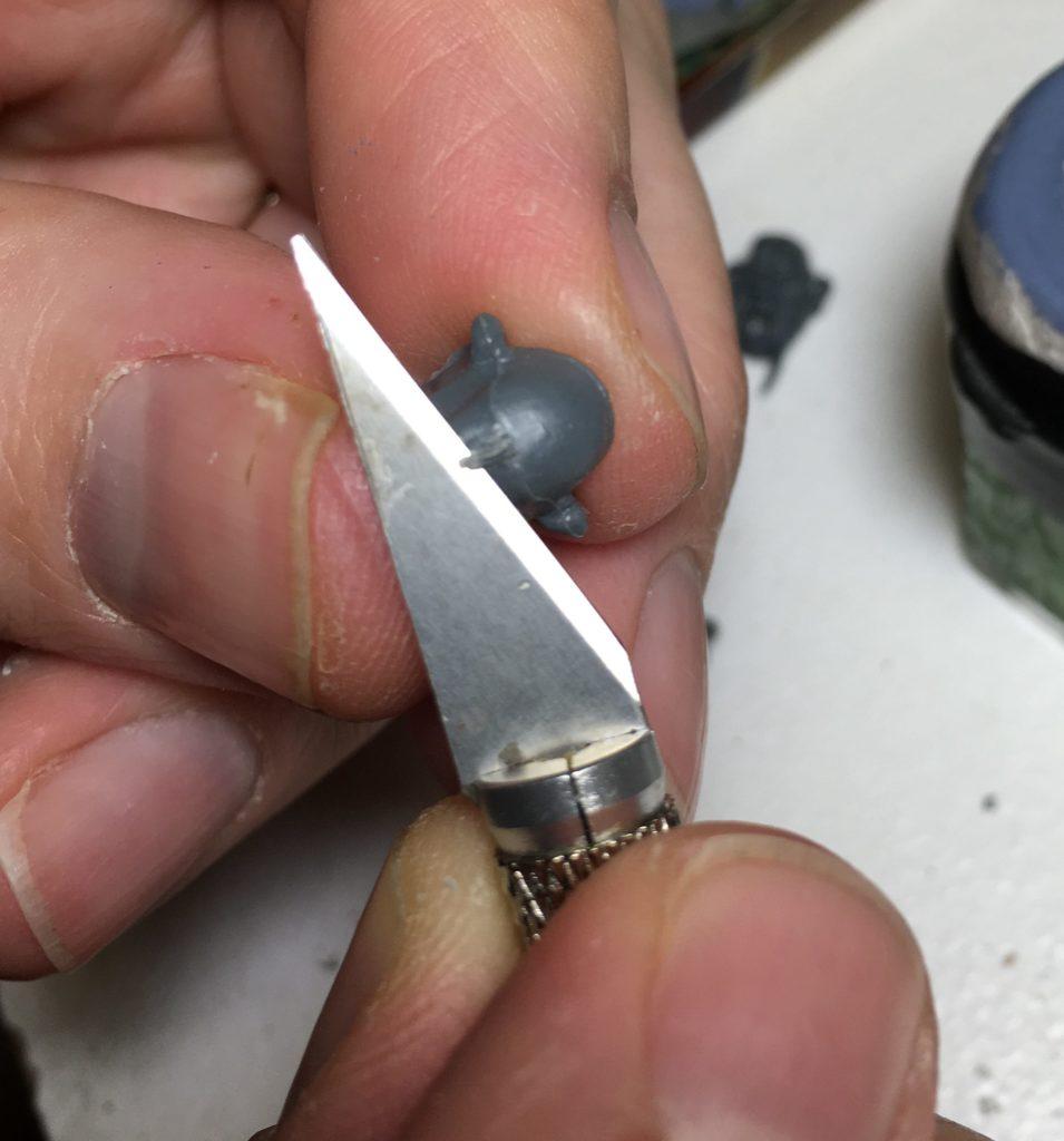 Bien préparer sa figurine avant peinture - ébavurage grossier