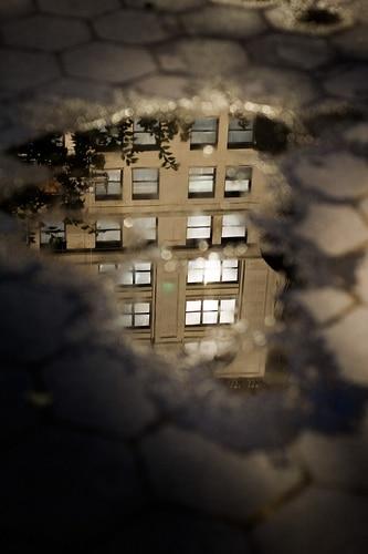 Manhattan dans une flaque