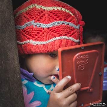 Vietnam enfant bonnet photo photographie post traitement exposition paris 2016 UNICEF Paris Bastille agence Reuters