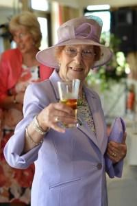 comment porter un toast aristocratie coaching bonnes manières protocole discours