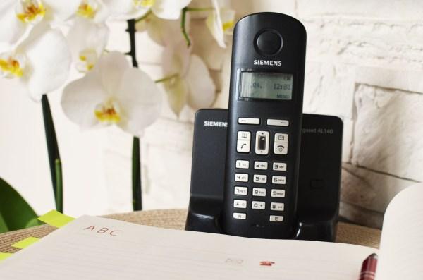 téléphone qui doit raccrocher en premier selon l'étiquette politesse biensénace savoir-vivre bonnes manières