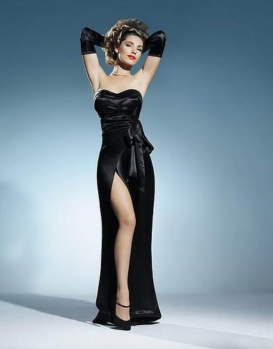 femme fatale lady mondanité, séduction jouer femme fatale, déguisement soirée, rôle et intrigue séductrice