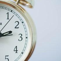 retard oubli rendez-vous pro professionnel sauver situation mots d'excuse réveil alarm clock montre sonnerie