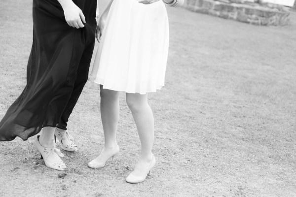 tenue fiançailles guide dresse code tenue s'habiller robe de cocktail nadine de reothschild homme femme séduire fiancé plaire fleur