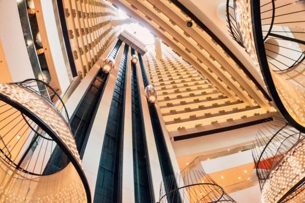 acenseur lift elevator escalier bureau travail open sapce étiquette bonne smanières usages protocole biensénace