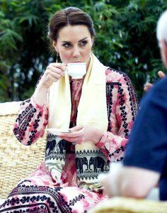 comment déguster une tasse de thé ou de café coaching bonnes manières savoir-vivre entreprise