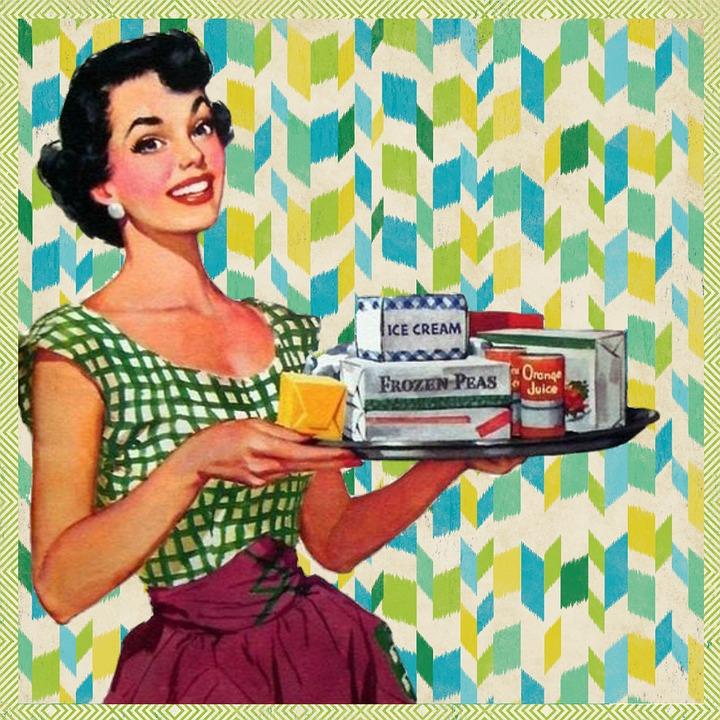 Invité à dîner : doit-on proposer son aide à la maîtresse de maison ?