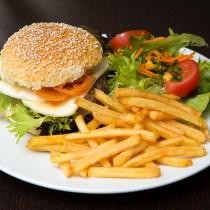 hamburger-frites et bonnes manières bise hommage smadame savoir-vivre coach manuel guide