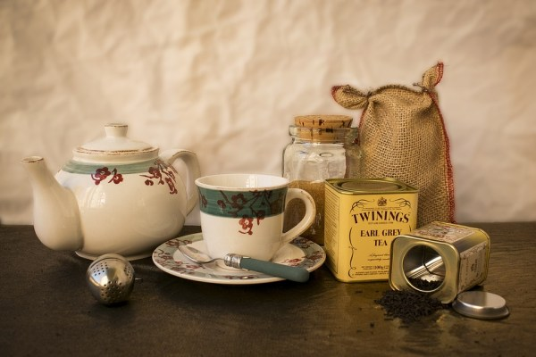 servir le thé servir le the usages convenances étiquette protocole