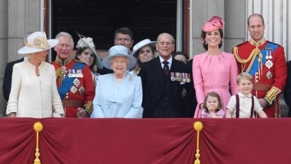 famille royale 1 kate middleton reine elisabeth recevoir savoir-vivre anglais usages aristocratie coutumes traditions
