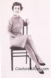 Maintien posture lady bonnes manières infographie coach expert etiquette savoir-vivre usages codes bienséance aristocratie cutlery couverts arts table manières politesse asseoir croiser jambe grâce décence femme