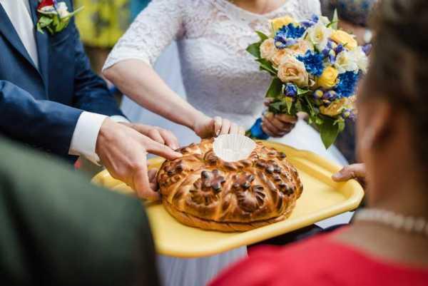 vykup 2 gorko femme étiquette russe lady gentleman tourisme russie protocole savoir-vivre culture bienséance courtoisie mariage énigme tradition pain