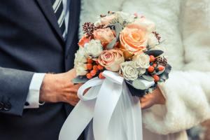faux pas à un mariage 5 faux pas à un mariage 1 faux pas à un mariage 4 protocole étiquette gaffe savoir-vivre pieds nus sans chaussures code usages convenances repas gentleman