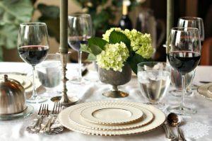 downton abbey dîner de cérémonie comment mettre la table dîners aristocratiques diamant belle table 19e siècle savoir-vivre protocole étiquette dining room comment servir à table service des plats ladies gentlemans expert menu