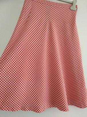 jupe 11 jupe 9 jupe 7 jupe 6 jupe 4 jupe 3 jupe 2 jupe 1 jupe midi comment s'habiller comme une lady femme élégance décence pas cher minimalisme kate middleton robe rouge prix bas etiquette occasion multicouleur ensemble pois vichy robe