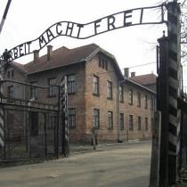 Un rappel à l'ordre sur la décence à Auschwitz : mais concrètement, il faut faire quoi ?