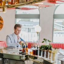 Payer sans regarder la note ? Que doit faire un gentleman au restaurant ?