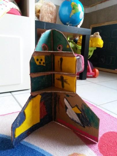 fusée en carton enfant