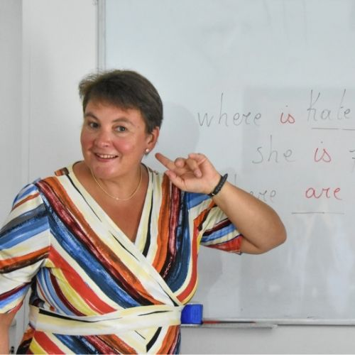 Lara Streel qui écoute ses élèves