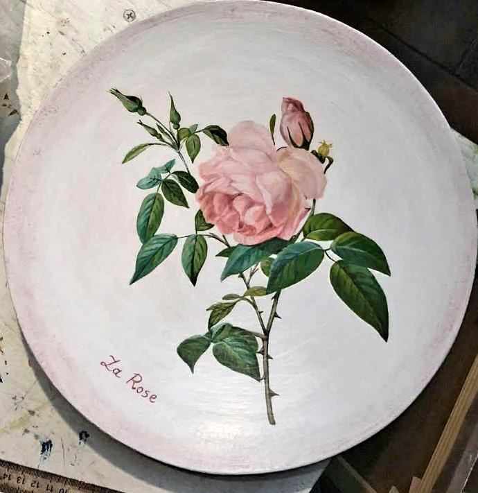 Techniques de peinture. Peinture acrylique. Décoration d'une assiette.