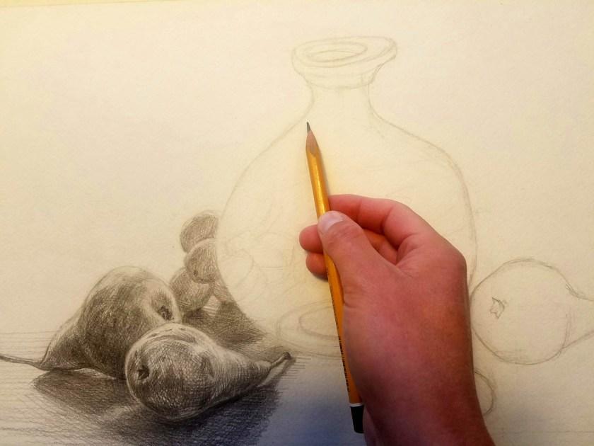 Tenir un crayon pour dessiner.