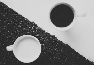 yin yang contratste 300x208 - Comment et pourquoi devenir ami avec vous-même