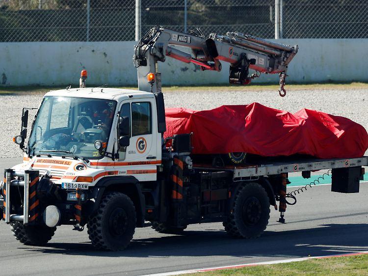 Unverletzt Bei Formel 1 Tests Vettel Rast Mit Ferrari In
