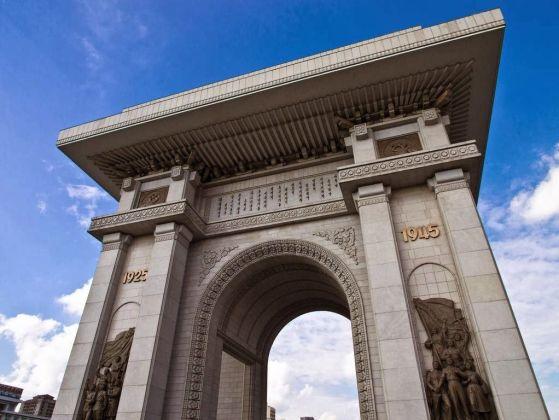 zoom del arco del triunfo coreano
