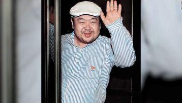 hermano de kim jong un saludando.