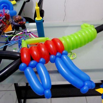 esculturas-de-baloes-m16-rifle-fuzil-02