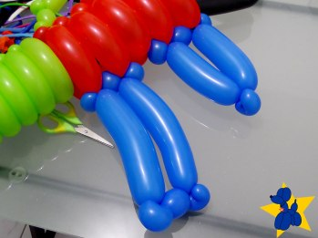 esculturas-de-baloes-m16-rifle-fuzil-05