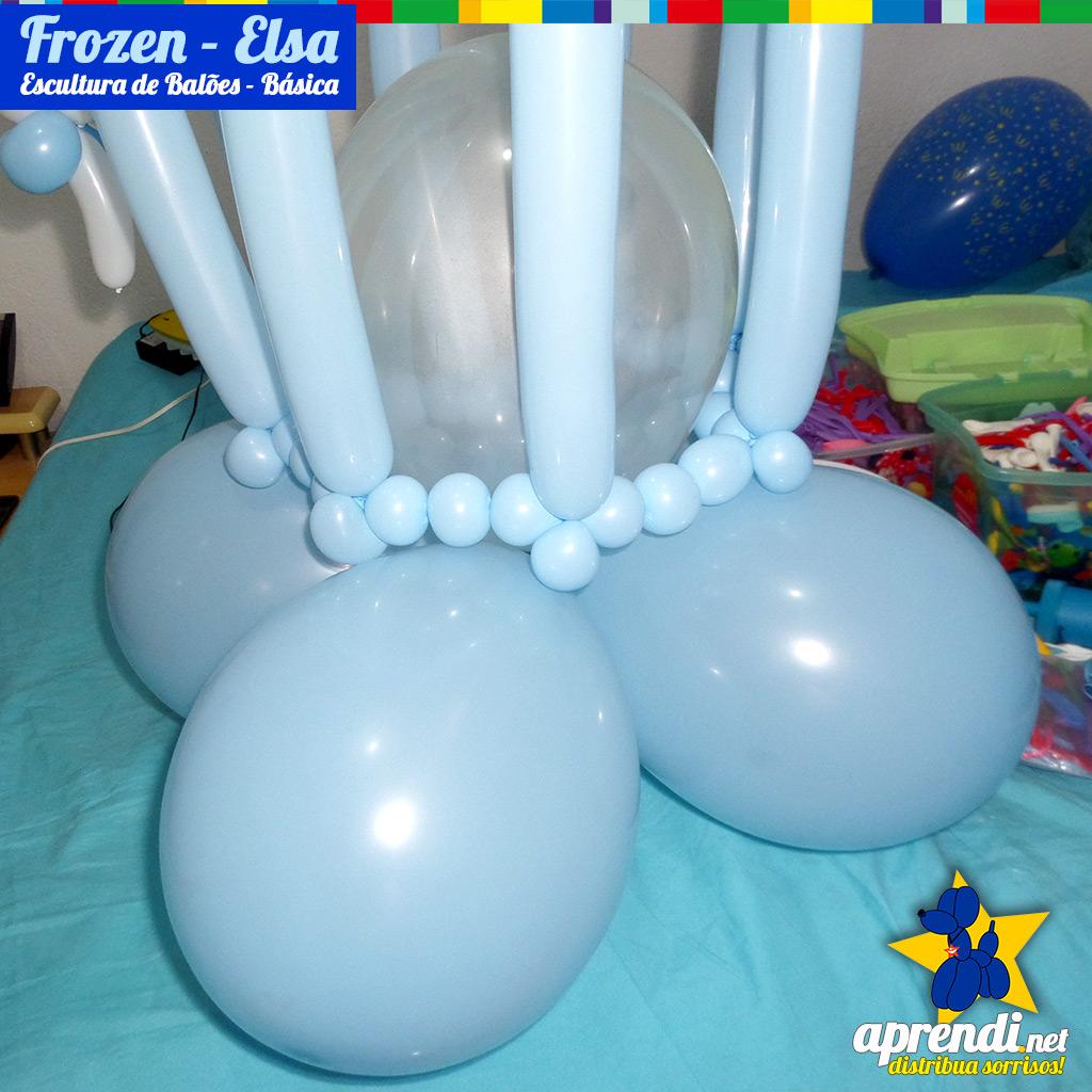 Detalhe da escultura apoiada nos balões da base.